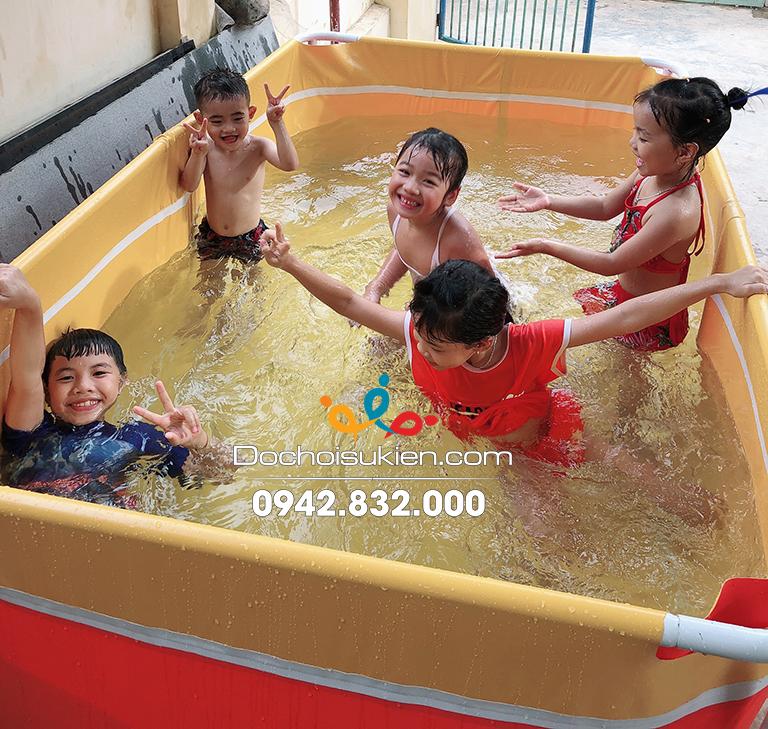 bể bơi khách hàng